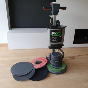 Schuur- boenmachine met stofzuiger