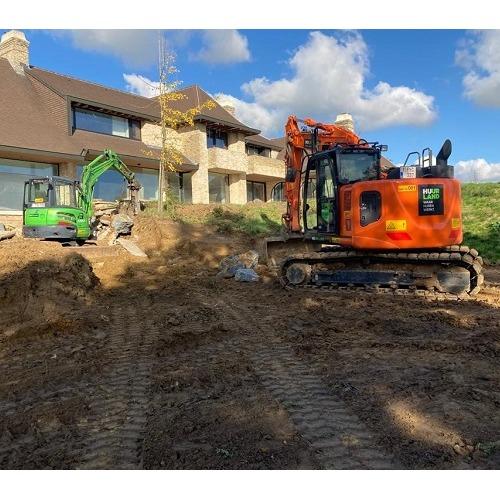foto minigraver 8 ton 04 met graver 13 ton