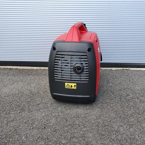 foto generator 2 KVA draagbaar 03 - zijaanzicht achteraan
